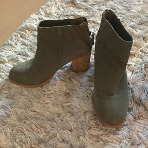 Urban Outfitters green ankle booties - size 7